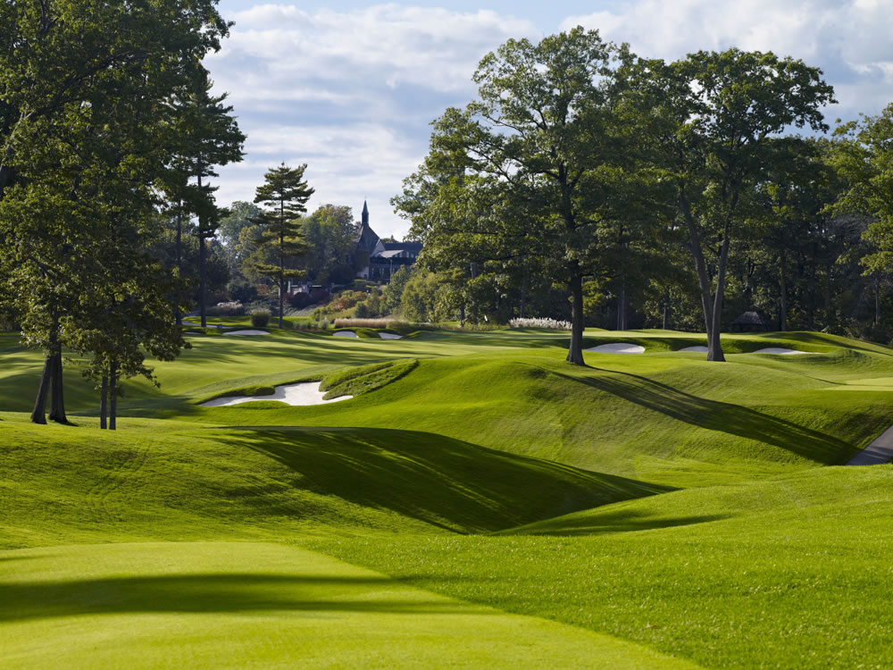 Looking back at 10th green with clubhouse in background, St. George's Golf & CC