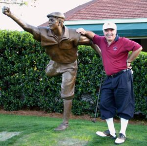 The Traveling Golfer with the Payne Stewart statue